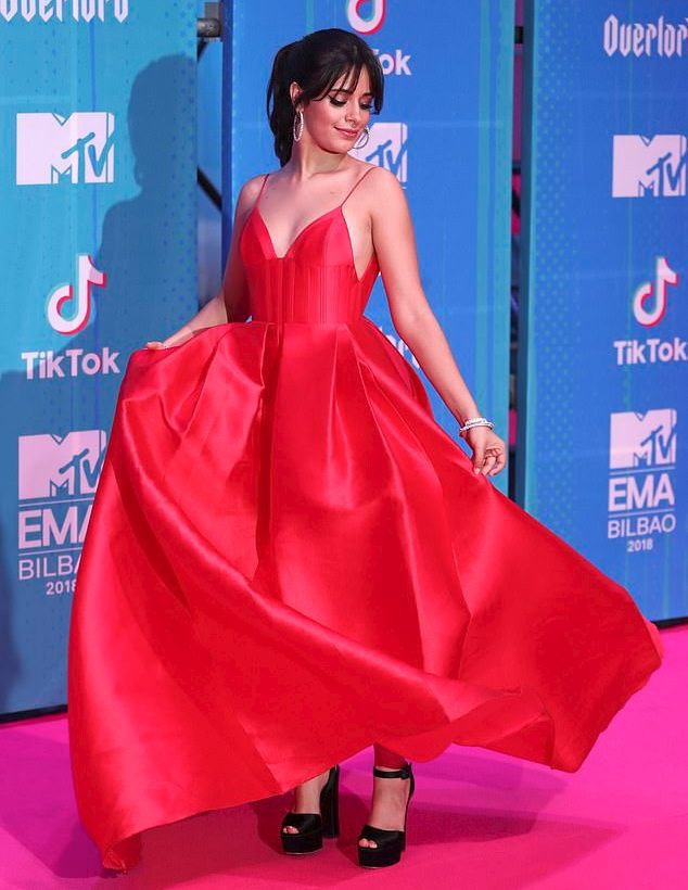 Dàn sao khoe sắc tại thảm đỏ MTV EMAs 2018 - Ảnh 1.