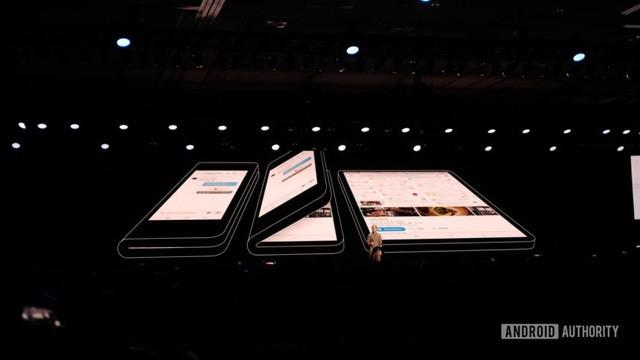 Samsung giới thiệu chiếc smartphone có thể gập được đầu tiên của mình - Ảnh 1.