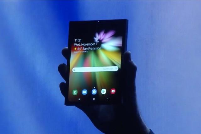 Samsung giới thiệu chiếc smartphone có thể gập được đầu tiên của mình - Ảnh 3.