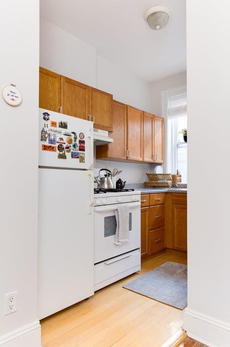 Nhặt nhạnh bí kíp tô điểm không gian sống nhỏ hẹp qua căn hộ ở Brooklyn - Ảnh 11.