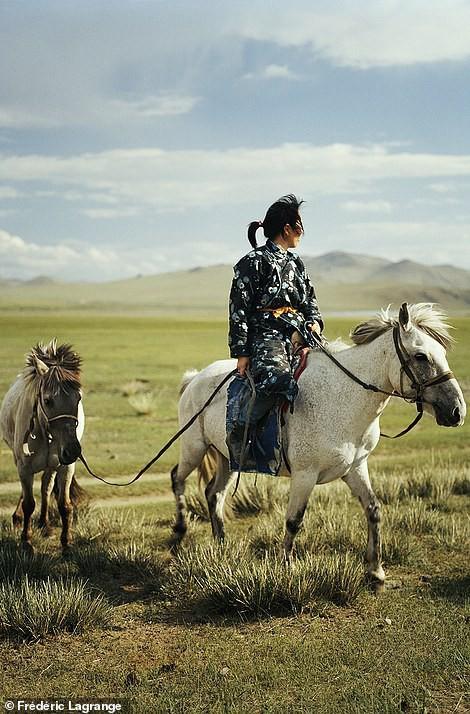 Những bức ảnh mê hoặc về Mông Cổ - Ảnh 12.