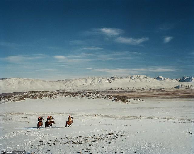 Những bức ảnh mê hoặc về Mông Cổ - Ảnh 14.