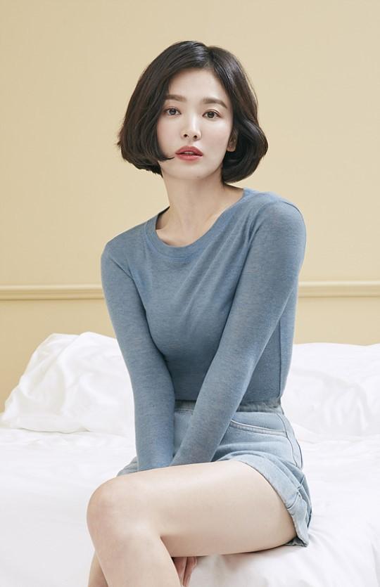 Song Hye Kyo khác lạ với tóc ngắn - Ảnh 3.