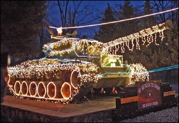 Ô tô cho tới xe tăng hóa tuần lộc, ông già Noel dịp Giáng sinh - Ảnh 6.