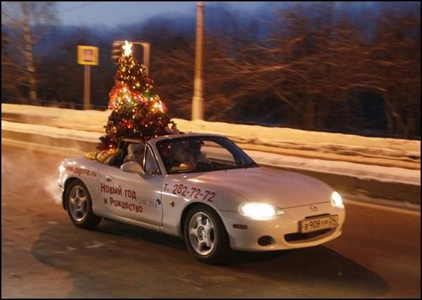 Ô tô cho tới xe tăng hóa tuần lộc, ông già Noel dịp Giáng sinh - Ảnh 7.