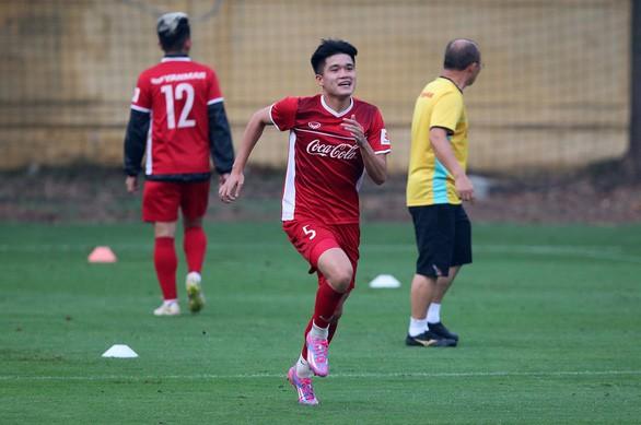 HLV Park Hang Seo cân nhắc gọi lại trung vệ Đình Trọng cho Asian Cup 2019 - Ảnh 2.