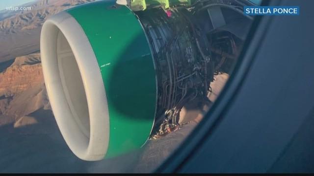 Hành khách hoảng loạn khi động cơ máy bay đột nhiên rách toạc ở trên không - Ảnh 1.