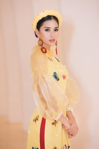 Hoa hậu Tiểu Vy diện áo dài rạng rỡ cùng dàn mẫu nhí - Ảnh 2.