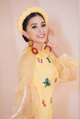 Hoa hậu Tiểu Vy diện áo dài rạng rỡ cùng dàn mẫu nhí - Ảnh 3.