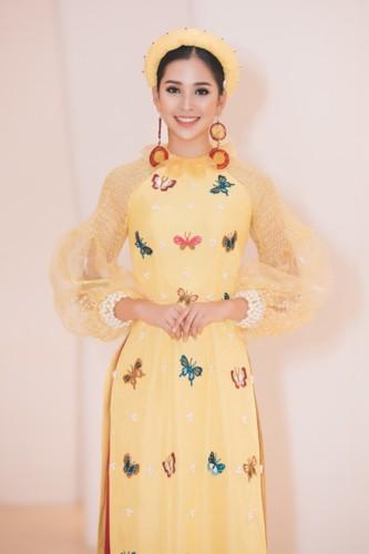 Hoa hậu Tiểu Vy diện áo dài rạng rỡ cùng dàn mẫu nhí - Ảnh 4.