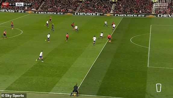 VIDEO Lukaku vào sân và lập tức ghi bàn ... ở thế việt vị - Ảnh 2.