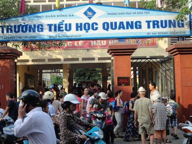 Học sinh Hà Nội bị tát 20 cái: Cô giáo phủ nhận việc chỉ đạo học trò tát bạn - Ảnh 1.