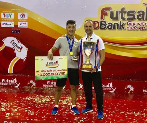Thủ thành ĐT Futsal Việt Nam lọt vào tốp 10 xuất sắc nhất thế giới - Ảnh 1.