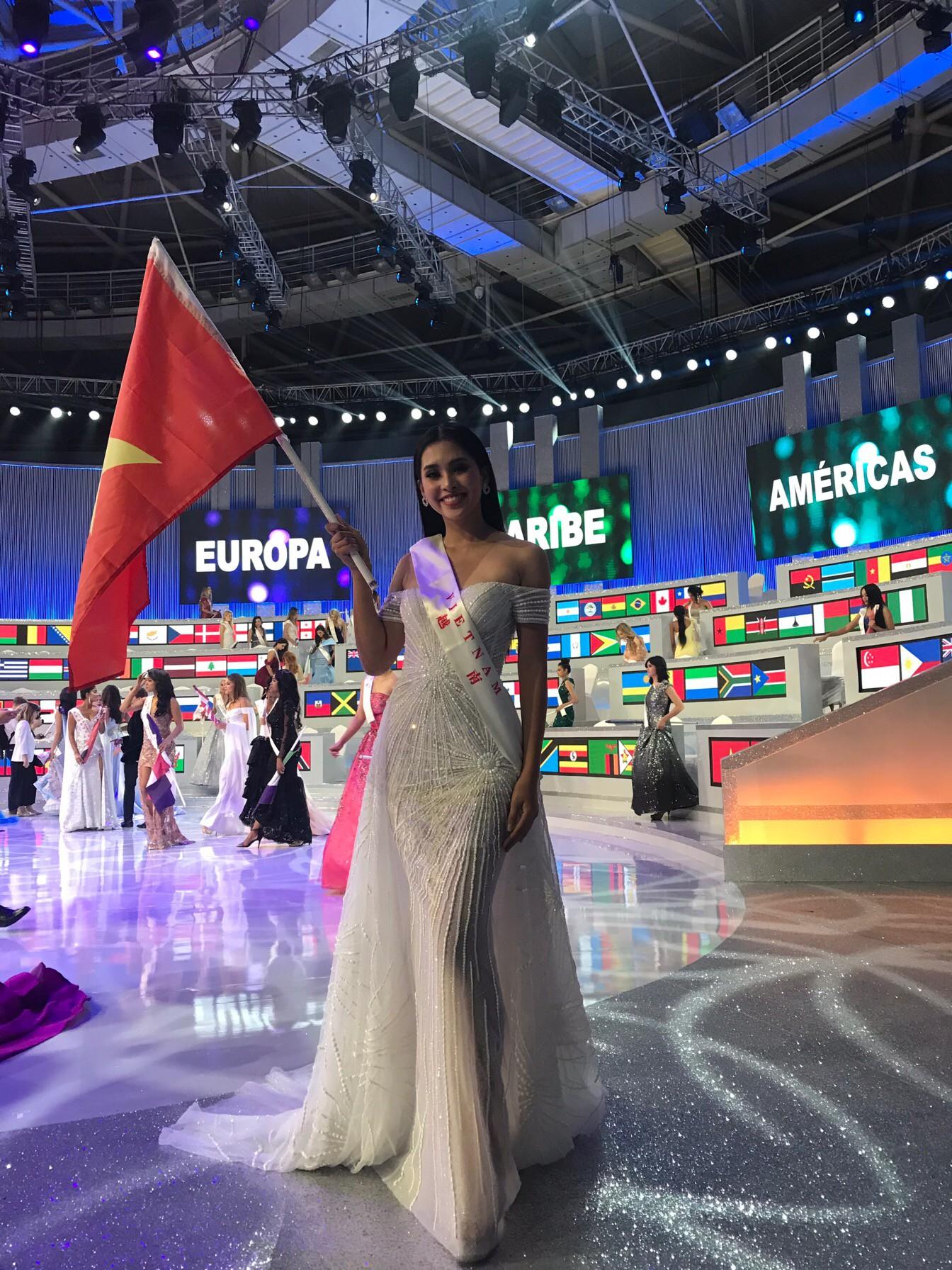 Hành trình từ Hoa hậu 18 tuổi đến thành tích bất ngờ tại Miss World 2018 của Tiểu Vy - Ảnh 10.