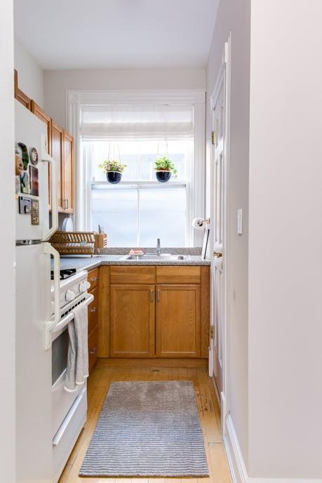 Nhặt nhạnh bí kíp tô điểm không gian sống nhỏ hẹp qua căn hộ ở Brooklyn - Ảnh 12.