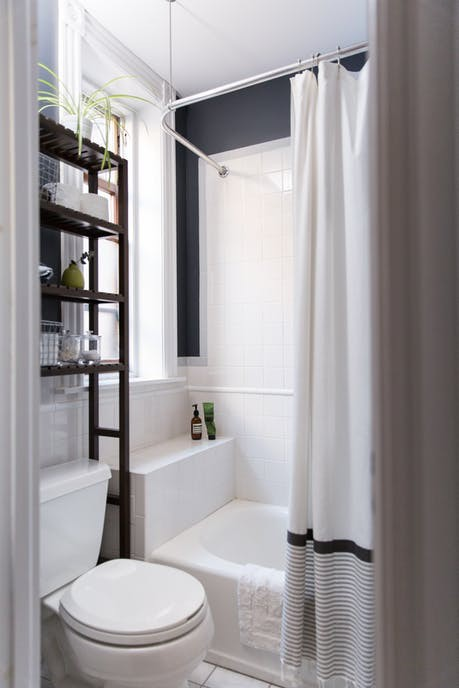 Nhặt nhạnh bí kíp tô điểm không gian sống nhỏ hẹp qua căn hộ ở Brooklyn - Ảnh 13.