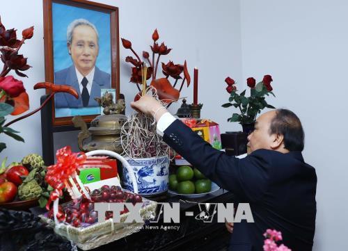 Lãnh đạo Chính phủ dâng hương tưởng nhớ Tổng Bí thư Nguyễn Văn Linh và Thủ tướng Phạm Văn Đồng - Ảnh 2.