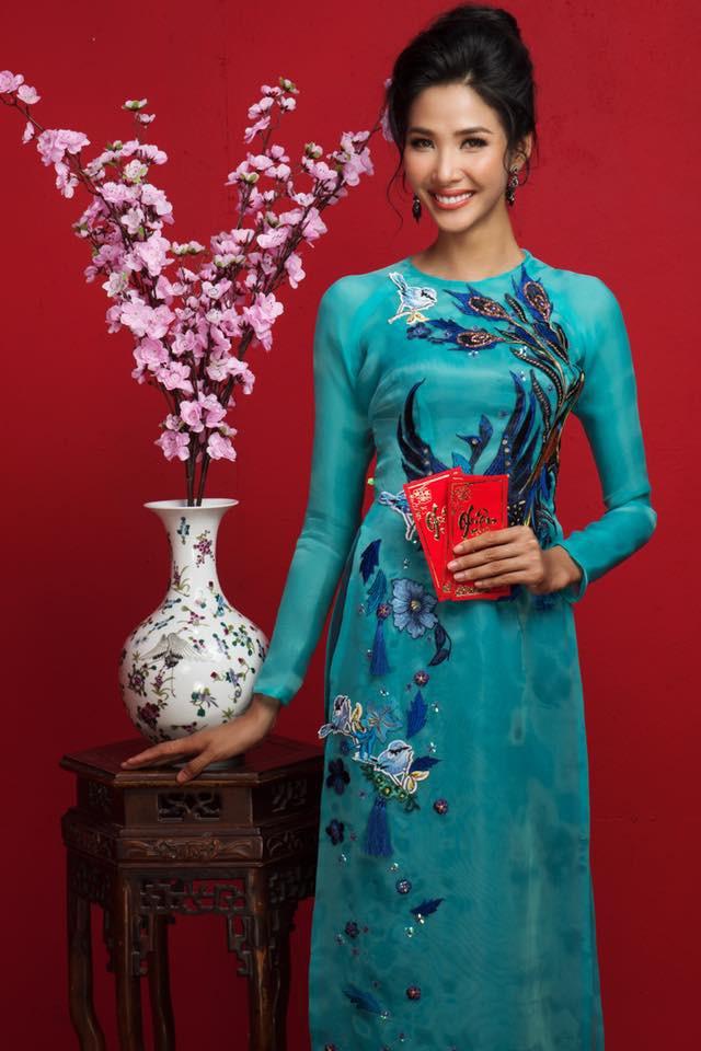 Dàn Hoa Hậu, Á hậu Hoàn vũ Việt Nam rực rỡ trong bộ ảnh đón Tết - Ảnh 1.