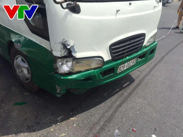 Xe buýt chở 23 học sinh va chạm liên hoàn tại Đà Nẵng - Ảnh 4.