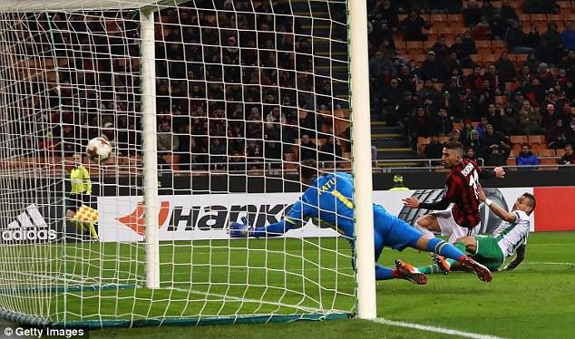 Kết quả Europa League sáng 23/2: Arsenal, Dortmund toát mồ hôi, AC Milan ung dung đi tiếp - Ảnh 3.