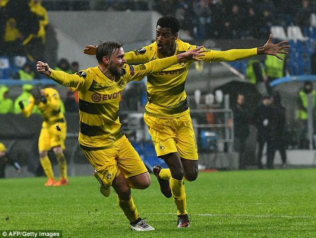 Kết quả Europa League sáng 23/2: Arsenal, Dortmund toát mồ hôi, AC Milan ung dung đi tiếp - Ảnh 5.