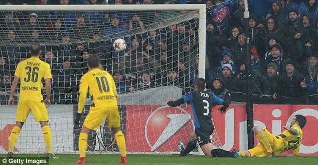 Kết quả Europa League sáng 23/2: Arsenal, Dortmund toát mồ hôi, AC Milan ung dung đi tiếp - Ảnh 4.