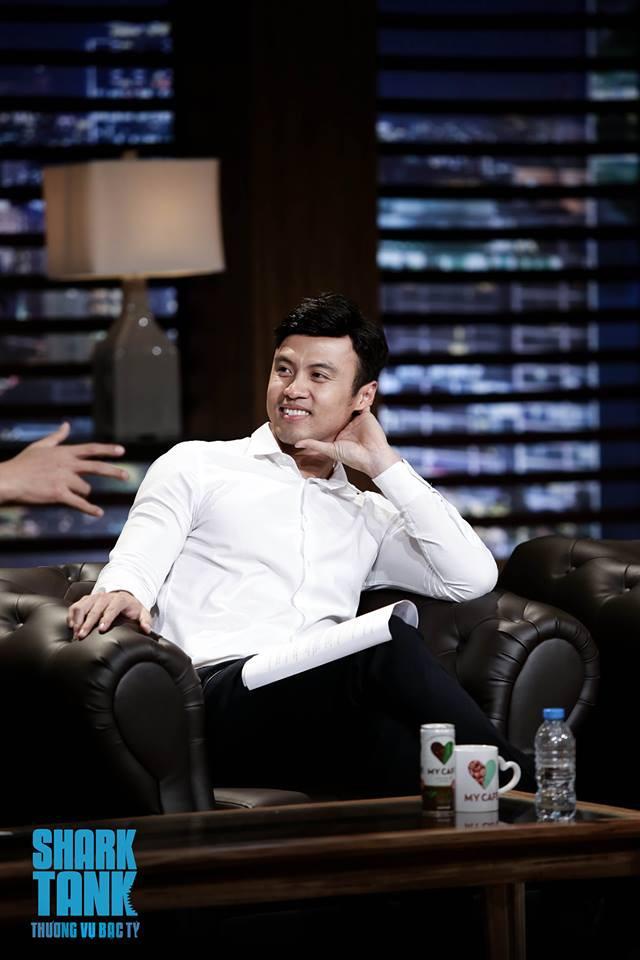 Soái ca khởi nghiệp Lê Đăng Khoa diện sơ mi trắng ngồi ghế nóng Shark Tank Việt Nam - Ảnh 2.