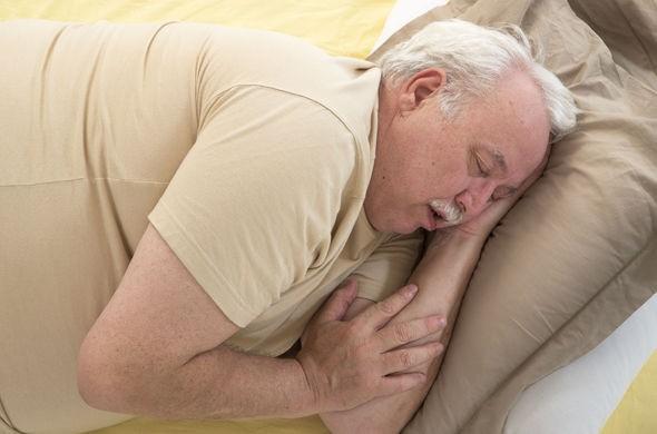 Lời khuyên của bác sĩ để chấm dứt ngủ ngáy một cách đơn giản - Ảnh 1.