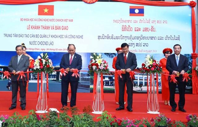 Việt Nam – Lào ký biên bản bàn giao Trung tâm đào tạo cán bộ quản lý KH&CN - Ảnh 2.