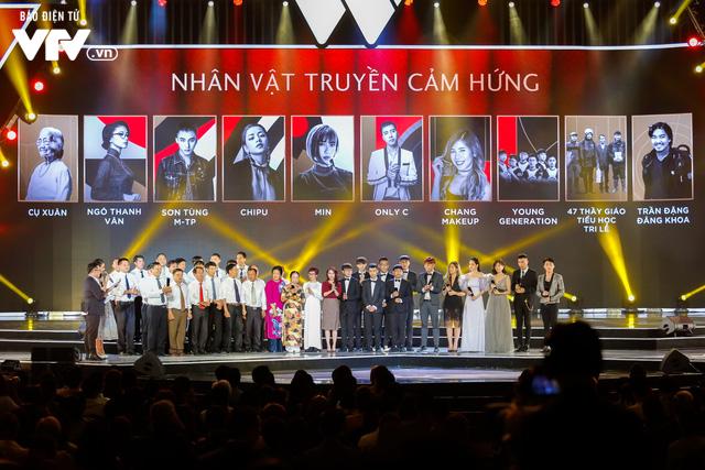 WeChoice Awards 2017: Bố con ông trùm Phan Quân nhận giải Phim truyền hình được yêu thích nhất cho Người phán xử - Ảnh 2.