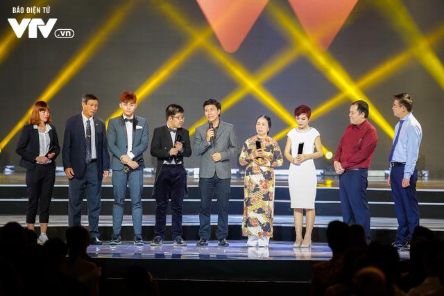 WeChoice Awards 2017: Bố con ông trùm Phan Quân nhận giải Phim truyền hình được yêu thích nhất cho Người phán xử - Ảnh 1.