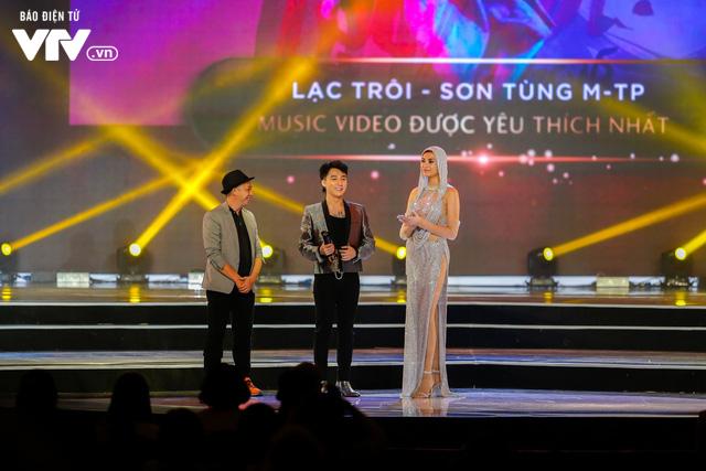 WeChoice Awards 2017: Bố con ông trùm Phan Quân nhận giải Phim truyền hình được yêu thích nhất cho Người phán xử - Ảnh 7.