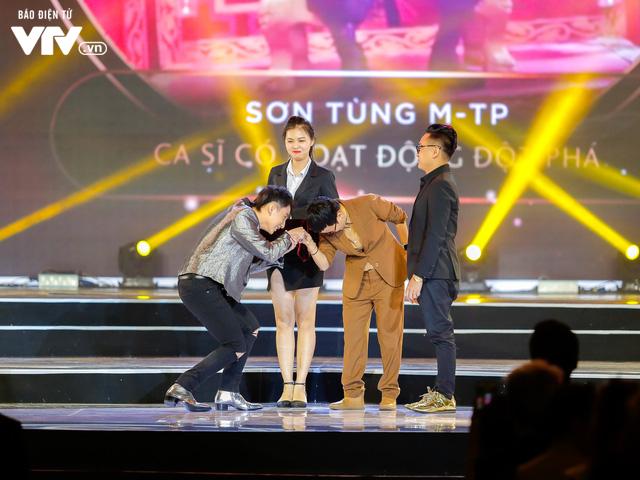 WeChoice Awards 2017: Bố con ông trùm Phan Quân nhận giải Phim truyền hình được yêu thích nhất cho Người phán xử - Ảnh 5.