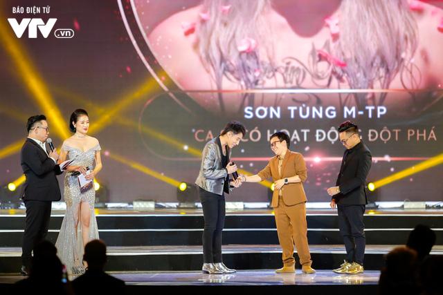 WeChoice Awards 2017: Bố con ông trùm Phan Quân nhận giải Phim truyền hình được yêu thích nhất cho Người phán xử - Ảnh 4.