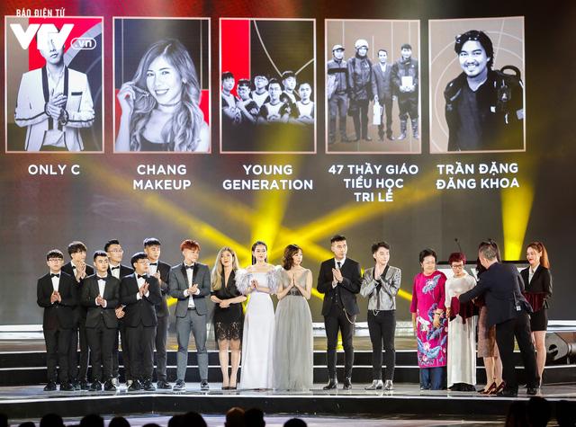 WeChoice Awards 2017: Bố con ông trùm Phan Quân nhận giải Phim truyền hình được yêu thích nhất cho Người phán xử - Ảnh 3.