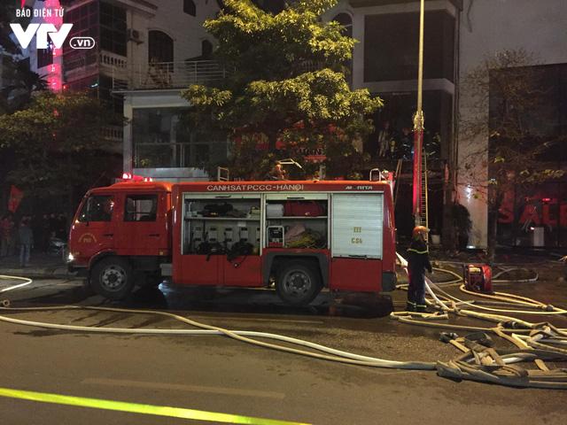Hà Nội: Cháy lớn trên đường Trần Duy Hưng, chưa xác định thiệt hại - ảnh 6