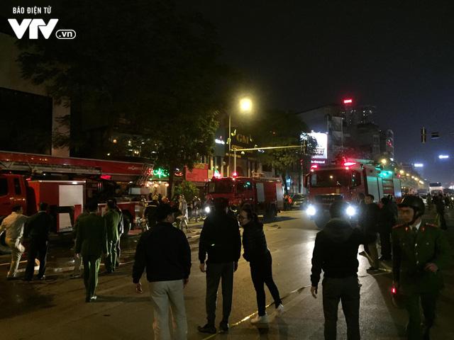 Hà Nội: Cháy lớn trên đường Trần Duy Hưng, chưa xác định thiệt hại - ảnh 5