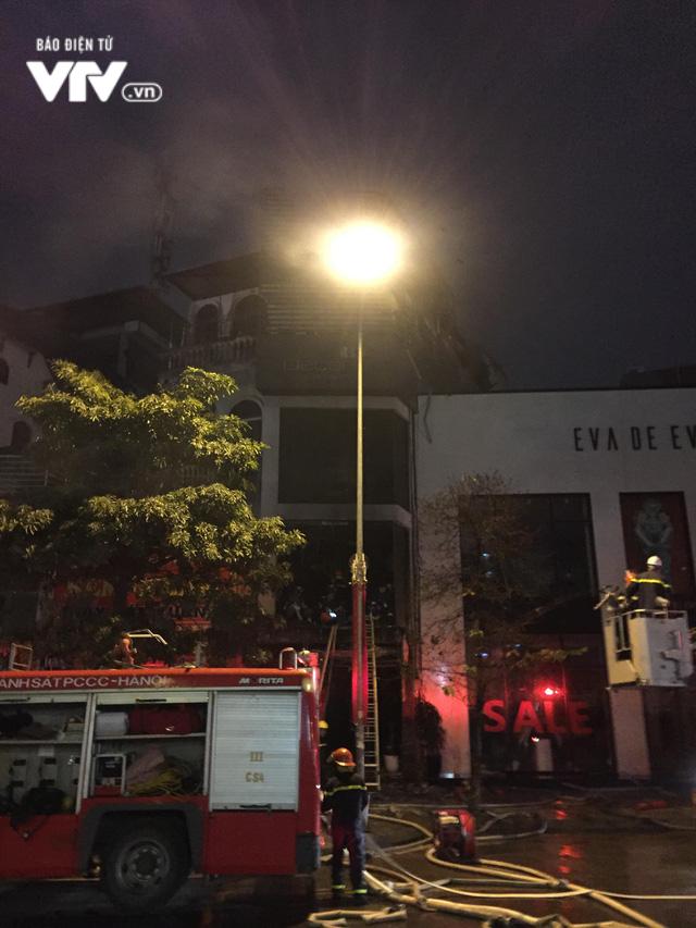 Hà Nội: Cháy lớn trên đường Trần Duy Hưng, chưa xác định thiệt hại - ảnh 3