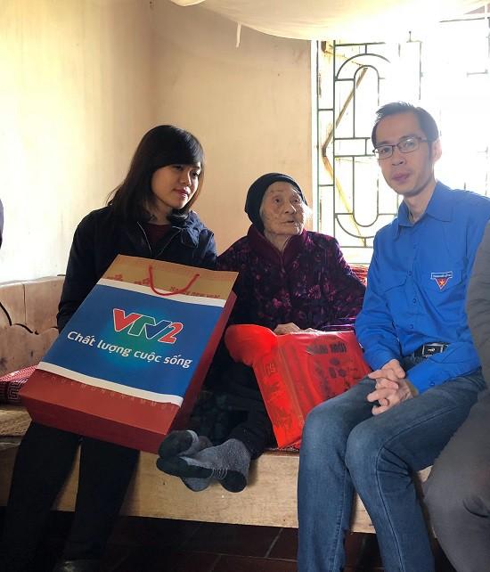 Đoàn Thanh niên Ban Khoa giáo thăm và tặng quà Mẹ Việt Nam anh hùng - Ảnh 2.