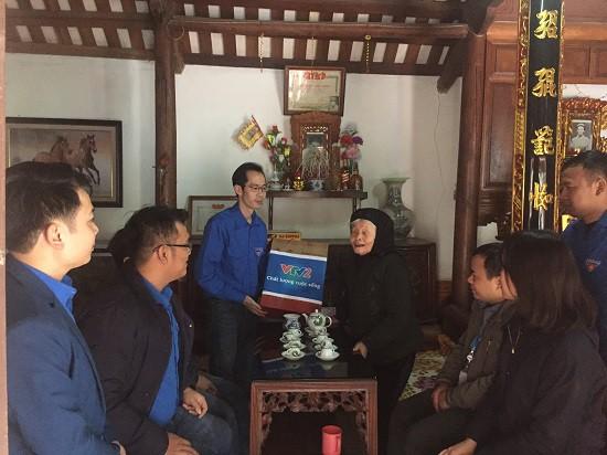 Đoàn Thanh niên Ban Khoa giáo thăm và tặng quà Mẹ Việt Nam anh hùng - Ảnh 3.