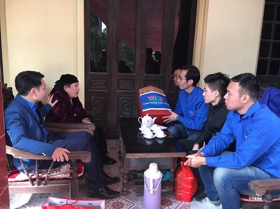 Đoàn Thanh niên Ban Khoa giáo thăm và tặng quà Mẹ Việt Nam anh hùng - Ảnh 4.