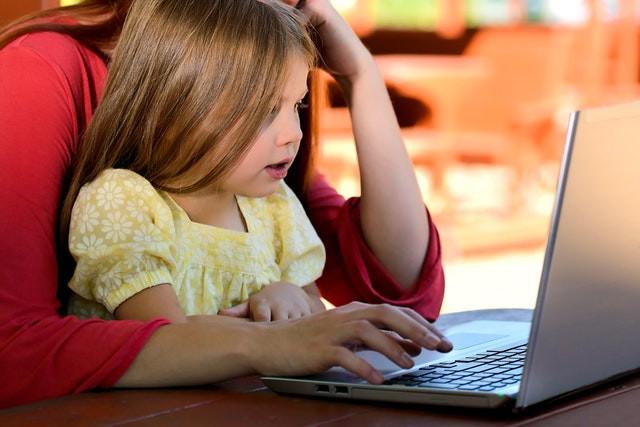 Mẹo giúp các bậc cha mẹ định hướng cho con cái trong thế giới Internet - ảnh 1