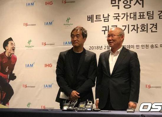 HLV Park Hang Seo được chào đón tại quê nhà - Ảnh 1.