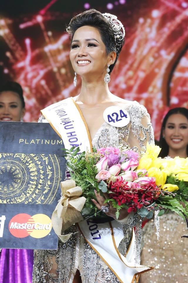 H'Hen Niê - Hành trình từ cô vịt xấu xí tới Hoa hậu Hoàn vũ Việt Nam - Ảnh 14.