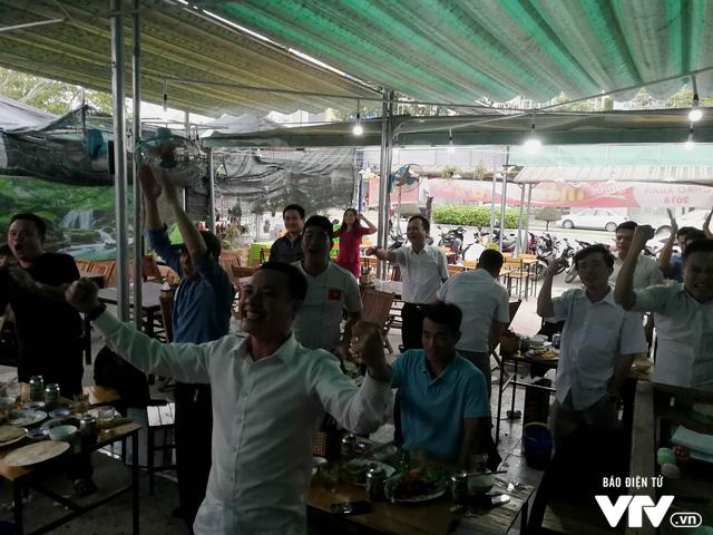 Cả nước sôi sục hướng theo bước chân của U23 Việt Nam - Ảnh 5.