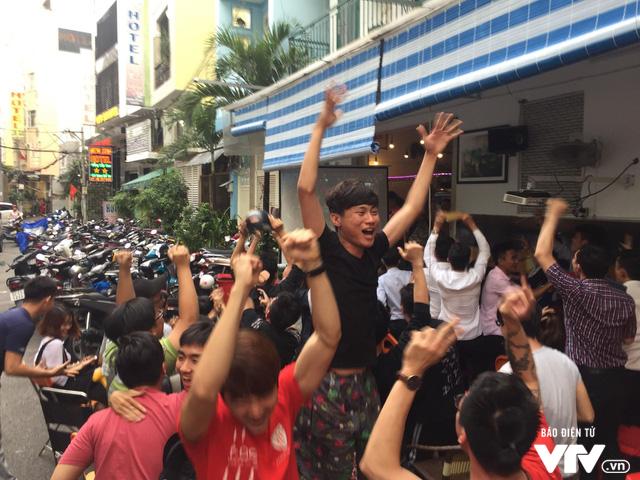 Cả nước sôi sục hướng theo bước chân của U23 Việt Nam - Ảnh 9.