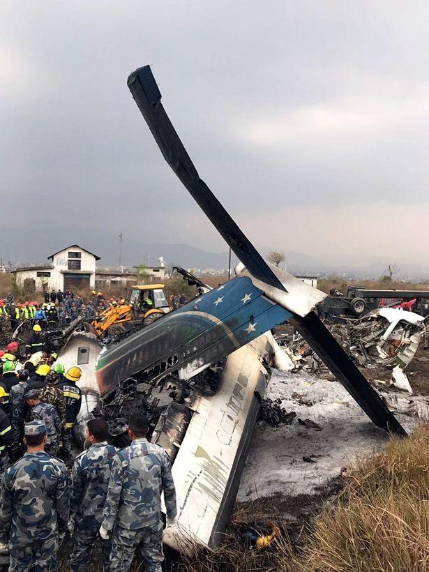 Hiện trường vụ máy bay rơi làm ít nhất 50 người đã thiệt mạng ở Nepal - Ảnh 3.
