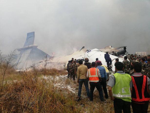Hiện trường vụ máy bay rơi làm ít nhất 50 người đã thiệt mạng ở Nepal - Ảnh 8.