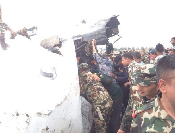 Hiện trường vụ máy bay rơi làm ít nhất 50 người đã thiệt mạng ở Nepal - Ảnh 6.