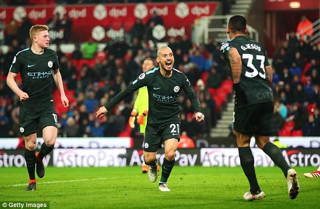 ĐHTB vòng 30 Ngoại hạng Anh: Quỷ đỏ bay cao, Arsenal tìm lại mình - Ảnh 3.